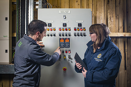 https://www.ampcleanenergy.com/wp-content/uploads/AMP-engineer-discussing-panel-with-customer.jpg